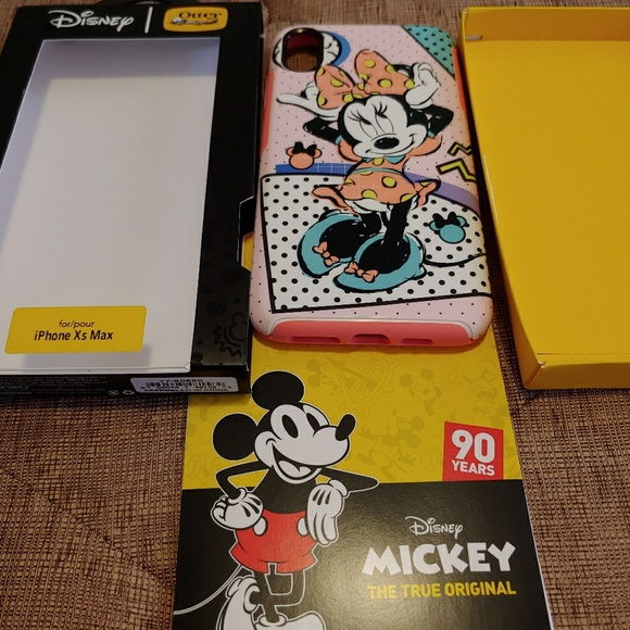 big sale f7cb9 2d5b1 Disney Collection Symmetry case for IPhone XS Max NWT
